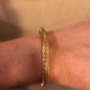 Ladies gold magnetic closure bracelet